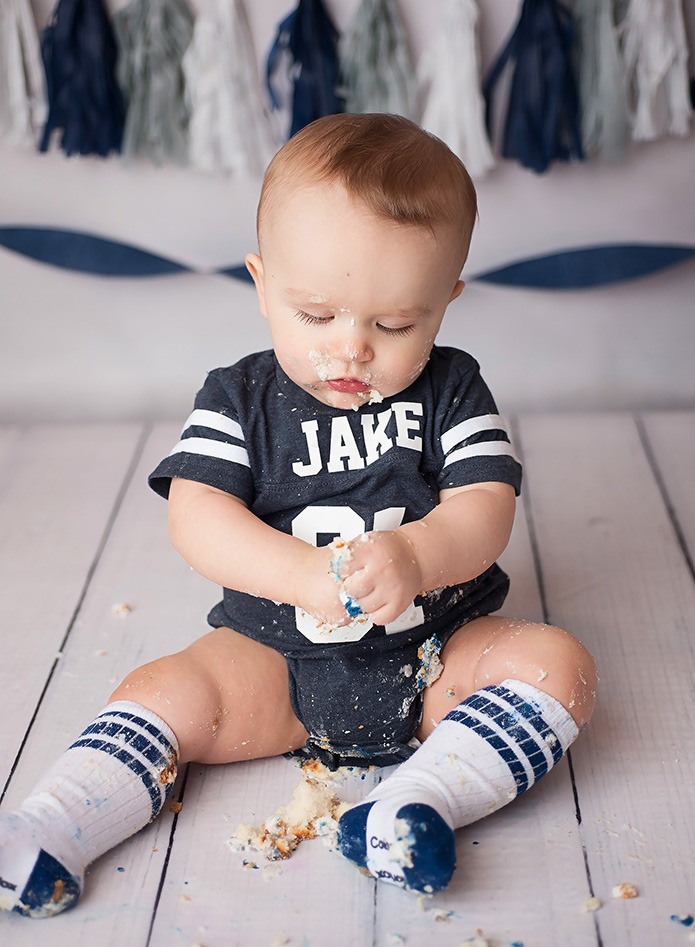 baby boy cake smash with navy blue outfit